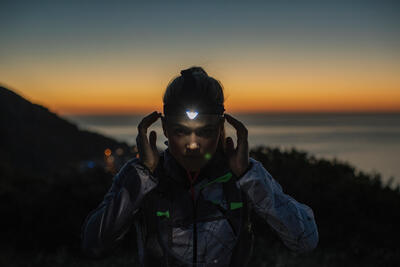 Linterna Frontal Trail Running Onnight 710 300 Lúmenes Negro Naranja