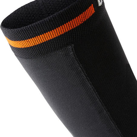 Kaus kaki orienteering awet dan panjang yang diperkuat - hitam