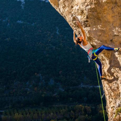 Klettern-am-fels-vorstieg