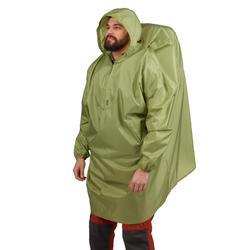 Regenponcho voor bergtrekking Arpenaz 40 liter maat S/M groen