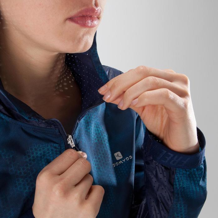 Chaqueta con capucha fitness cardio mujer, azul marino con estampados azules 520