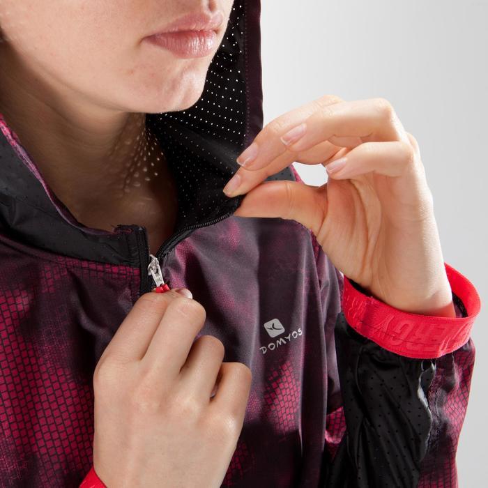 Chaqueta con capucha fitness cardio mujer, negro con estampados rosas 520