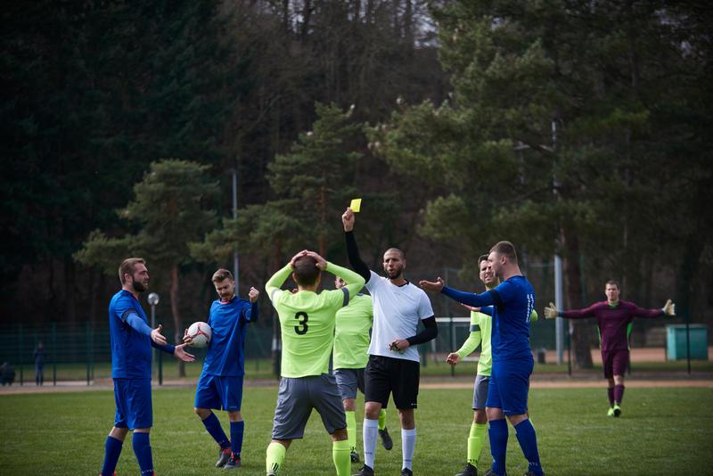 ערכת כרטיסי שופט כדורגל - צהוב אדום