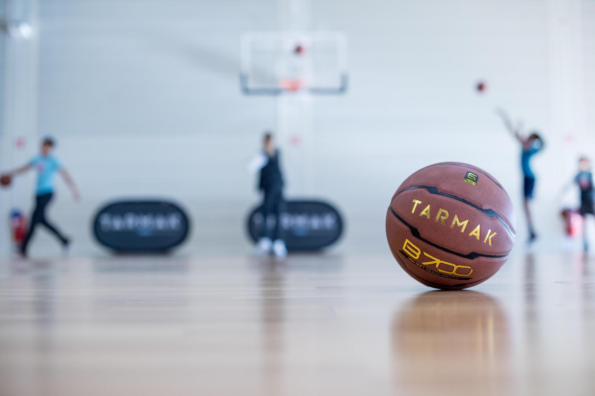 適合室內場的真皮材質籃球