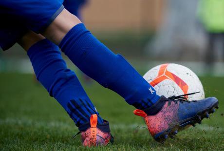COMMENT-CHOISIR-CHAUSSURES-FOOTBALL-ENFANT
