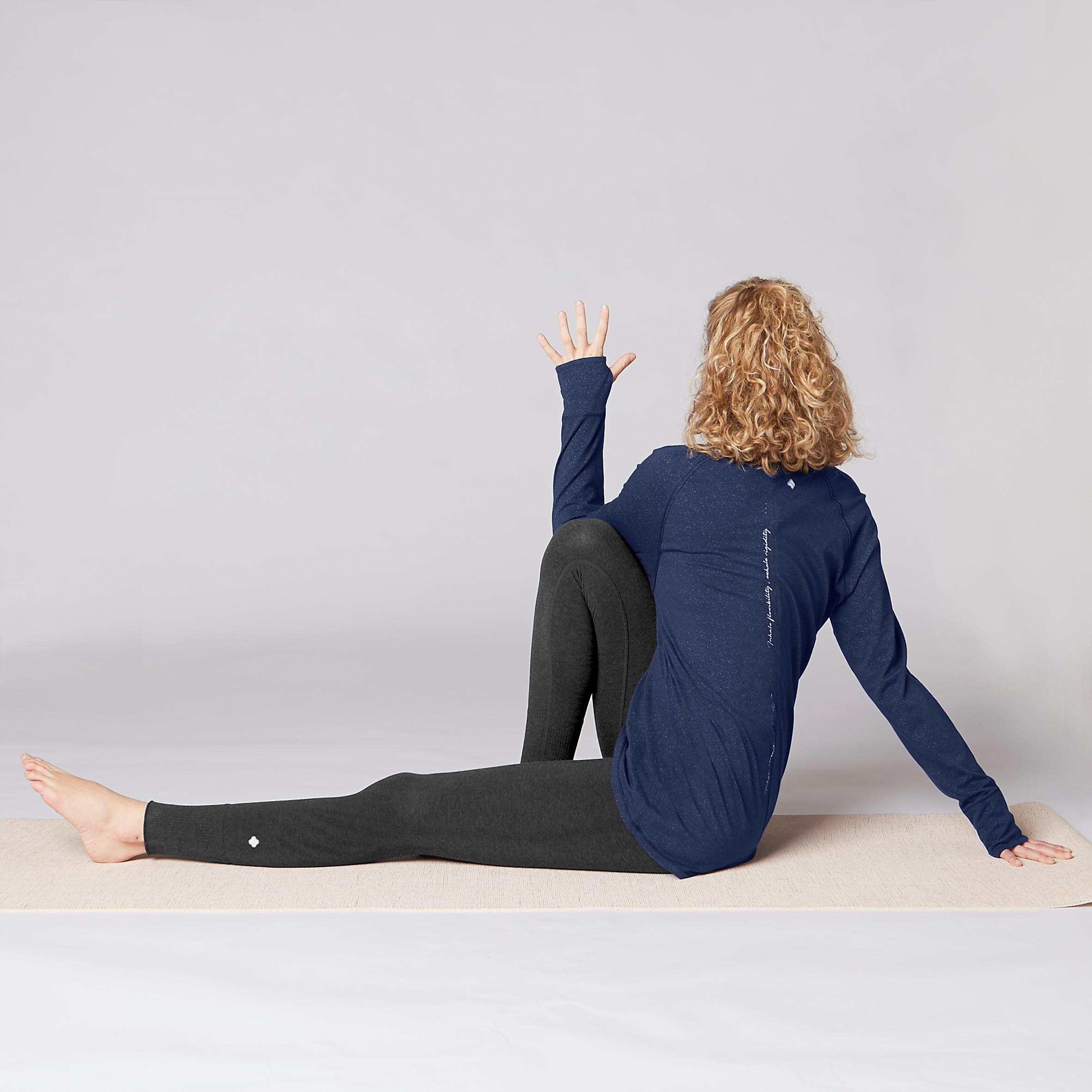Organic Cotton Long-Sleeved Yoga T-Shirt - Navy