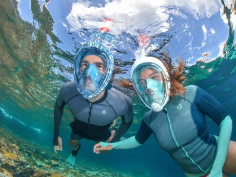 Pratiquez le snorkeling en famille !