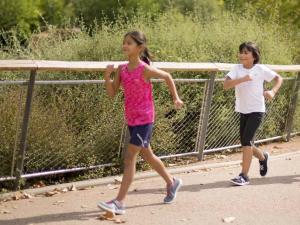 Découvrez tous nos conseils pour choisir les chaussures de marche sportive enfant