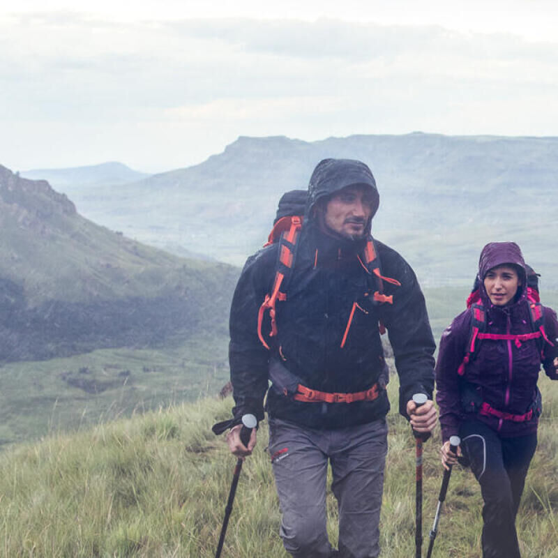 8 good reasons to hike even under the rain - title