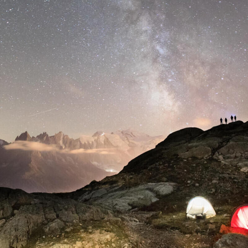 Spend a night under the stars - title