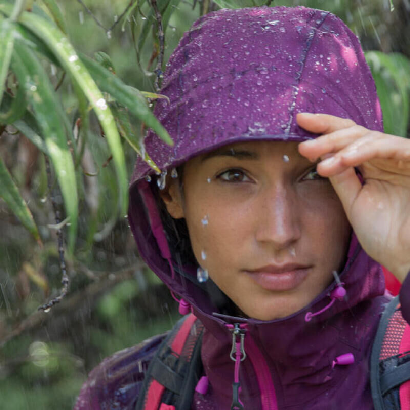 Keep dry when out hiking: check out our 8 tips - title