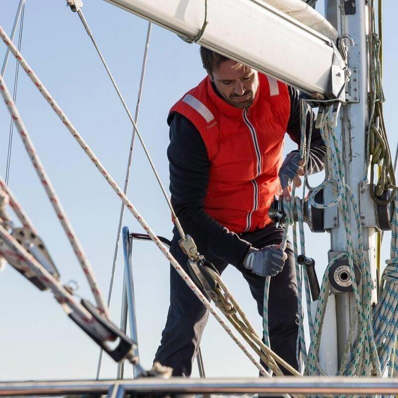 Se protéger du soleil sur un bateau