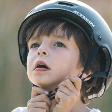 HOW TO ADJUST A CHILD'S BIKE HELMET?