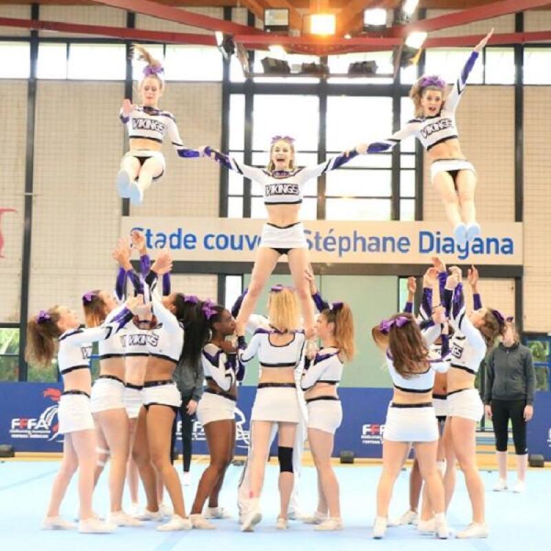 cheerleading pompom girls
