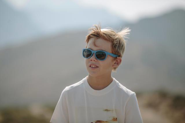 Comment choisir des lunettes de soleil bébé et enfant     Les conseils  sportifs Décathlon 412227ccdac6