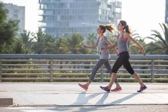 Como escolher o seu calçado de caminhada desportiva para adulto?