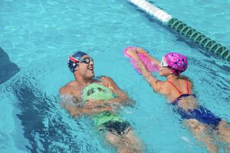 planche natation pull buoy entraînement piscine