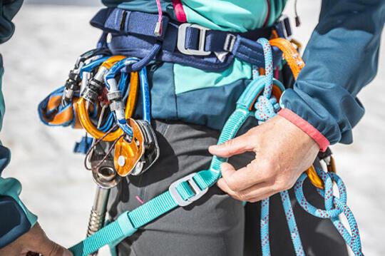 Como escolher um arnês de escalada ou de alpinismo?