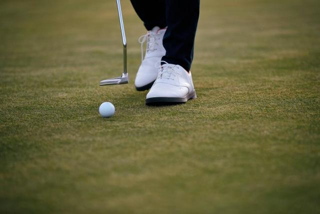 comment choisir des chaussures de golf les conseils sportifs d cathlon. Black Bedroom Furniture Sets. Home Design Ideas