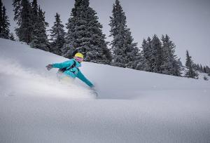 Bien au chaud quand on dévale les pistes : le confort suprême. Impossible, pensez-vous ? Pas en suivant nos conseils et astuces pour faire de vos journées de snowboard un vrai plaisir, même lorsque les éléments semblent contre vous.