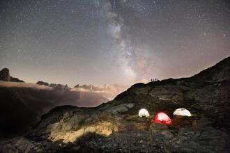 Passar a noite debaixo do céu estrelado - teaser