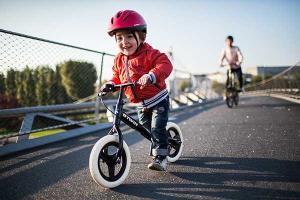 兒童滑步車:專為孩童學騎自行車所設計