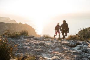 5 raisons de se mettre à la randonnée rapide cet été - teaser