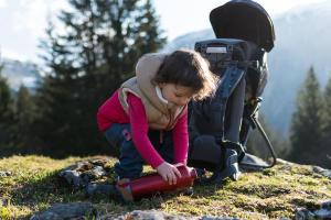 Comment habiller un enfant porté en randonnée - teaser