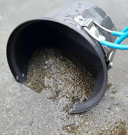 利用河沙清潔鍋具
