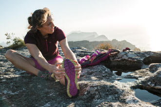 10 exercices d'étirement à faire après une randonnée - teaser