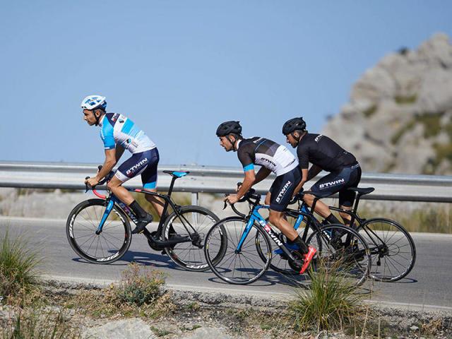 Poids du vélo, la course aux grammes   réalité légende   Les conseils  sportifs Décathlon b1916861fd05