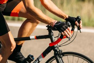 Bien freiner avec un vélo de route