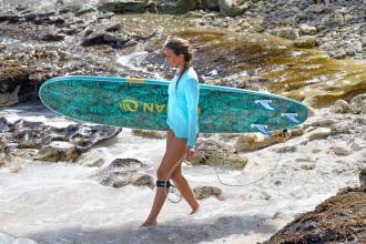 Comment débuter le surf seul ?