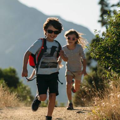 Comment choisir des lunettes de soleil bébé et enfants - Decathlon