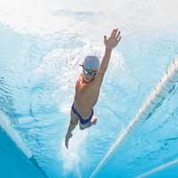 nageur garçon confirmé