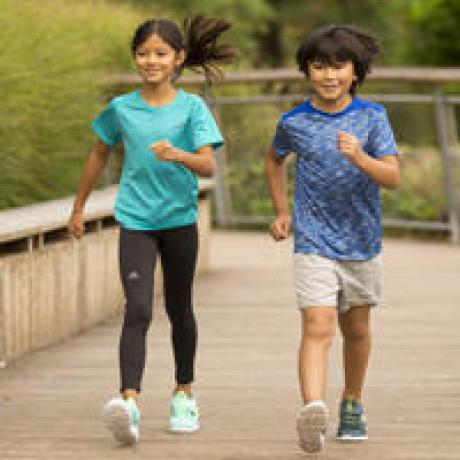 Comment choisir des chaussures de marche sportive enfant - niveau confirmé