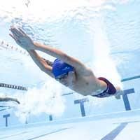 nageur garçon expert