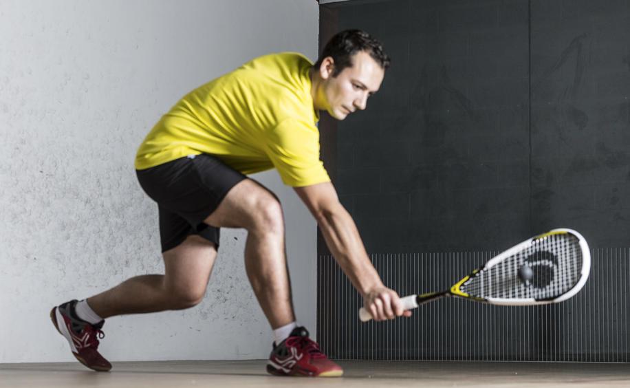 bien choisir sa raquette de squash pour joueur régulier