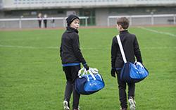 迪卡儂經典足球肩背包