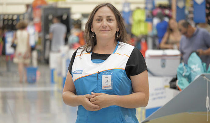 Anne, vendeuse plongée au Decathlon de Bouc-Bel-Air
