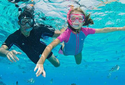 Débuter le snorkeling à l'aide d'un masque et tuba