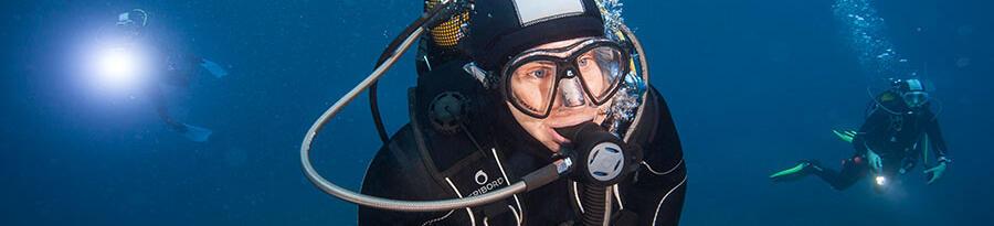 如何挑選男款潛水防寒衣的尺寸?