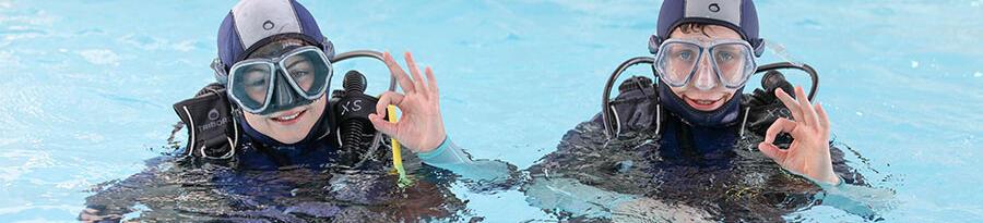 如何挑選兒童款潛水防寒衣的尺寸?