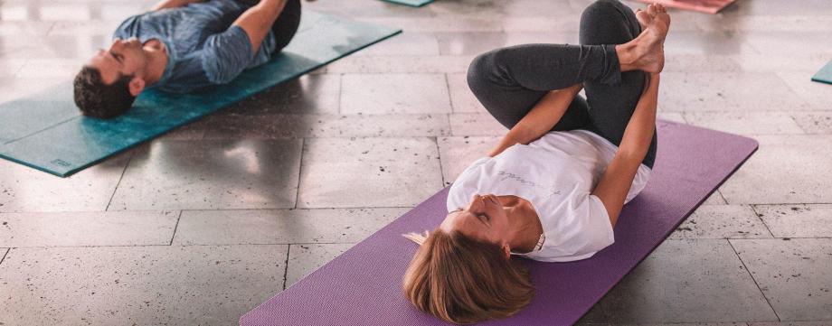 Comment choisir un tapis de yoga doux banniere