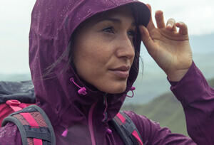 Keep dry when out hiking: check out our 8 tips - hooded jacket