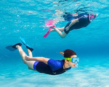 Uma proteção térmica para limitar os escaldões no snorkeling