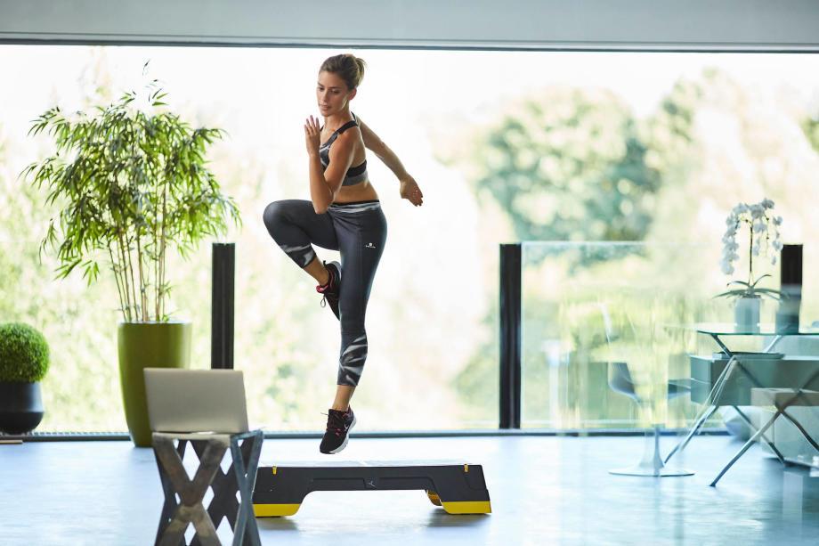 Faire du sport chez soi pour maigrir, ça marche ? | Les