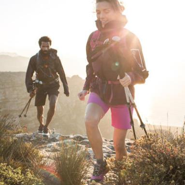 6 benefícios da caminhada - bastões
