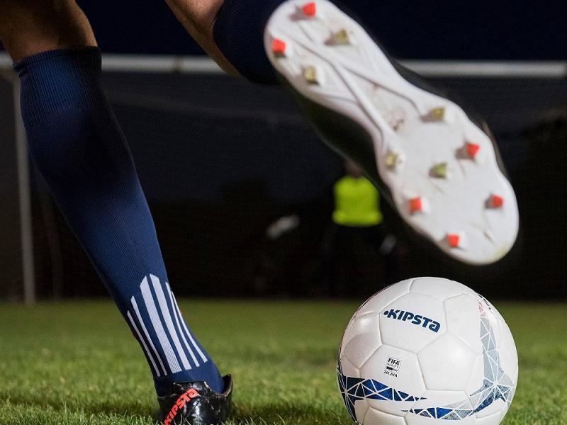 Découvrez le football : débuts et des buts