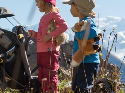 How to dress children being carried on a hike?